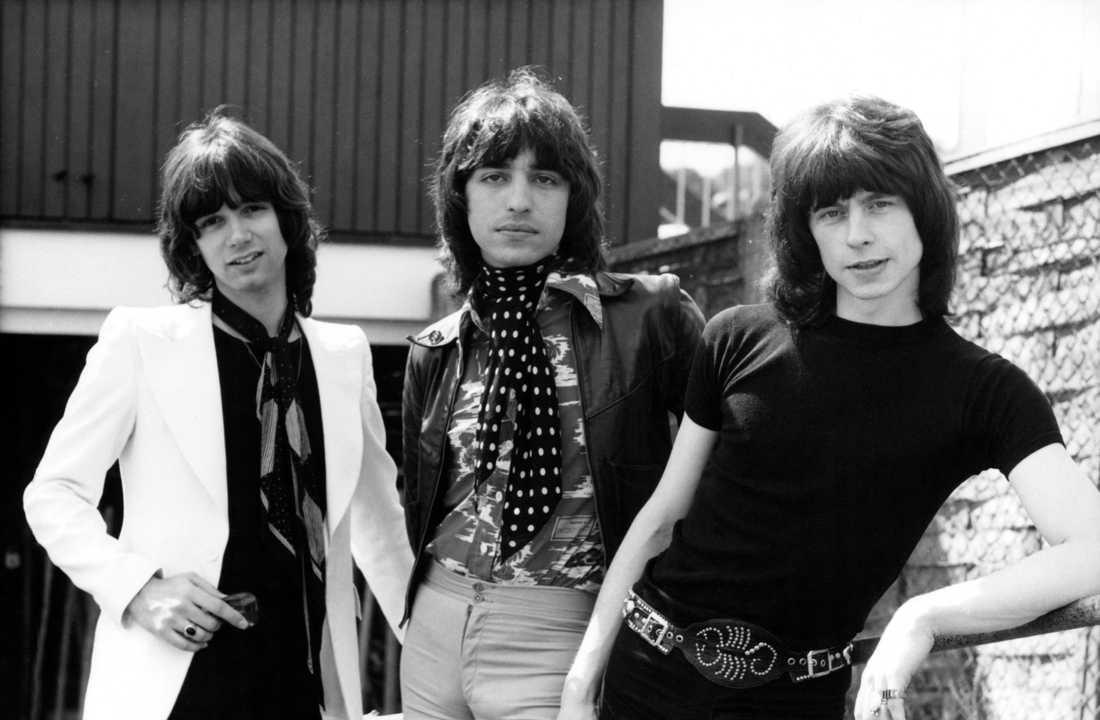 Alan Merrill tillsammans med Jake Hooker och Paul Varley. Tillsammans bildade de gruppen The Arrows.