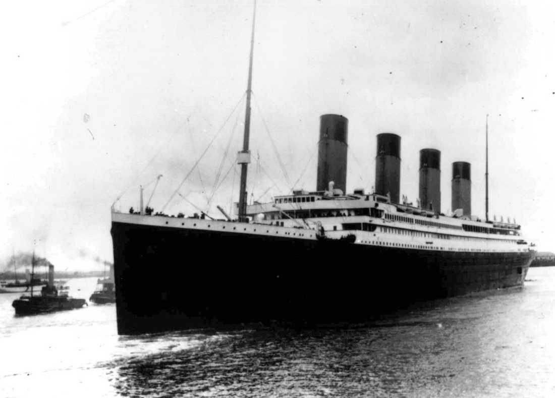 Titanic sjönk på jungfruresan 1912.
