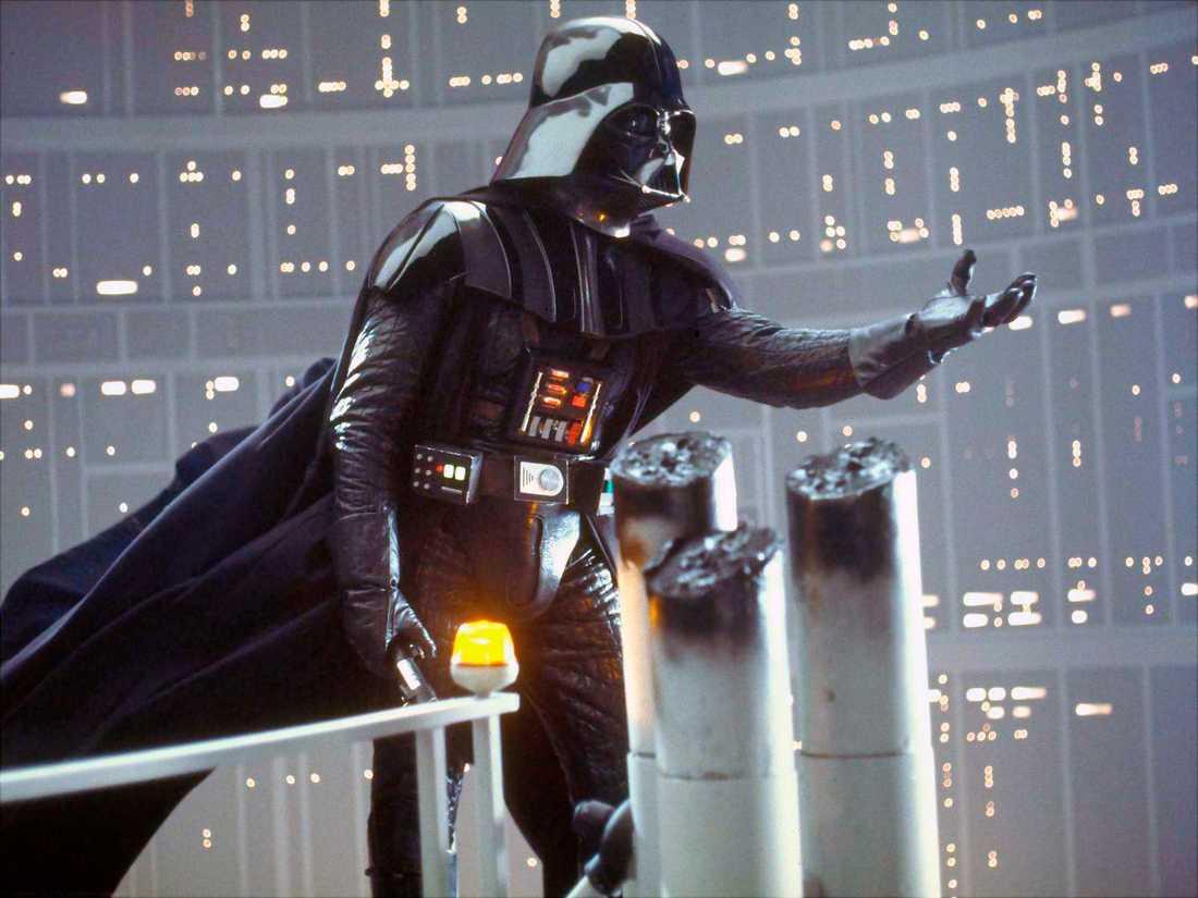 """""""I AM YOUR FATHER"""" David Prowse som Darth Vader i den ikoniska scenen ur """"Episod V: Empire strikes back"""", där den före detta jediriddaren berättar för Luke Skywalker att han inte dödade utan i själva verket ÄR hans pappa."""
