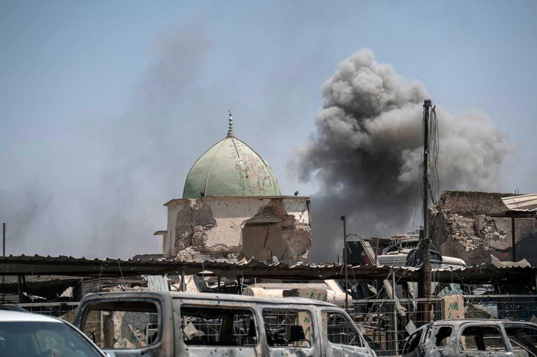 Den gröna kupolen är allt som finns kvar av den historiskt viktiga al-Nurimoskén där IS-ledaren Abu Bakr al-Baghdadi utropade terrorsektens kalifat för tre år sedan. Mosken byggdes 1172.