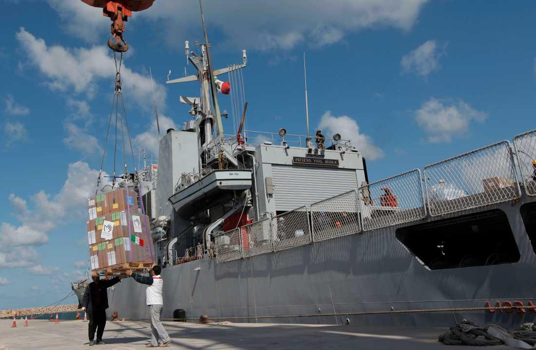 Det italienska fartyget Libra undsatte flyktingarna i Medelhavet, efter en fördröjning som nu leder till åtal. Arkivbild.