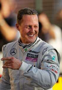 Michael Schumacher får indirekt hjälp av två tidigare konkurrenter.
