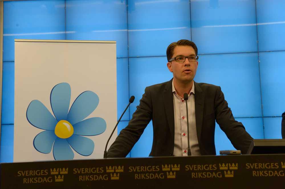 """""""Vi står fast vid den uträkning som vi har gjort i valmanifestet, vi vet inte vem på regeringskansliet som räknat åt SVT"""", sa Jimmie Åkesson."""