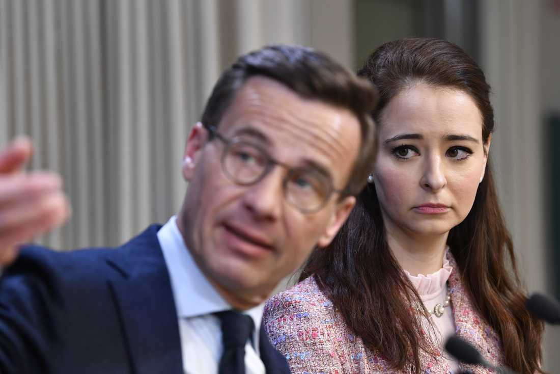 Ulf Kristersson tillsammans med Alice Teodorescu som lämnar sitt jobb som politisk redaktör på Göteborgs-Posten för att arbeta med Moderaterna.