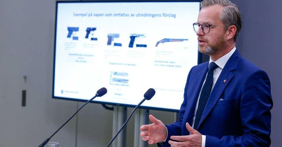 Inrikesminister Mikael Damberg föreslår högre maxstraff för de grövsta vapenbrotten.