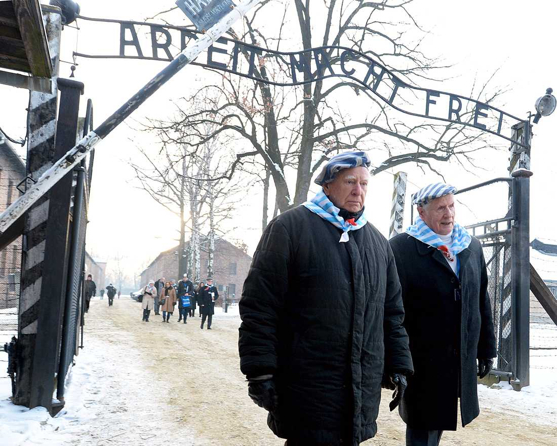 Auschwitzöverlevare samlades i det tidigare koncentrationslägret på 74-årsdagen av dess befrielse.