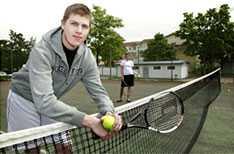 Elias Trygg röstade på Piratpartiet - men inte tennispartnern Caroline Silfvermåne.