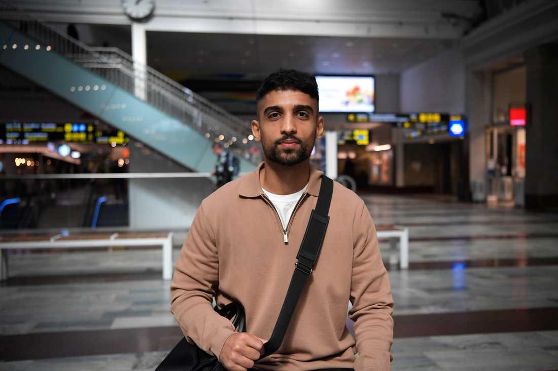 – Det här är en stor fråga. Ingen vet ännu hur vi ska agera. Men det är uppenbart att vi måste bli vana, säger Aman Edroos, 28 år, från Dubai men bosatt i Norrköping.
