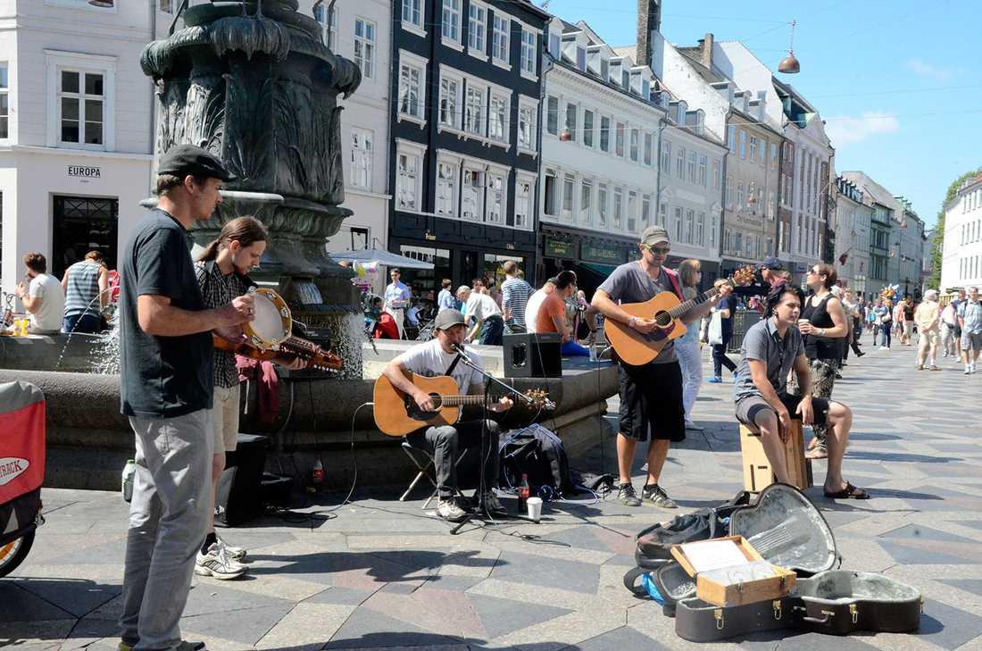 Fullt lördagsös på Ströget i Köpenhamn.