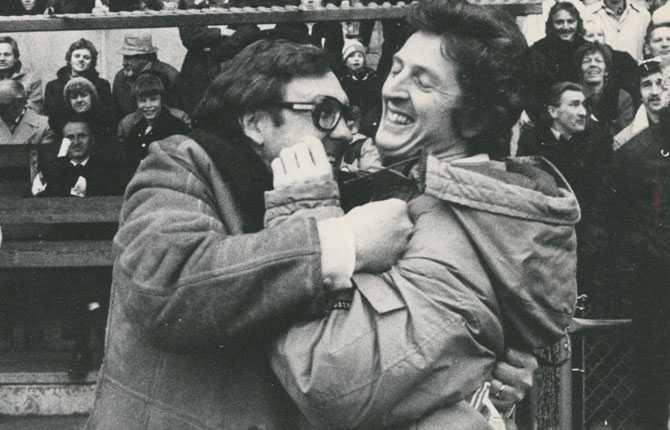 Roy Hodgson kramas med Stig Nilsson efter guldet 1979.