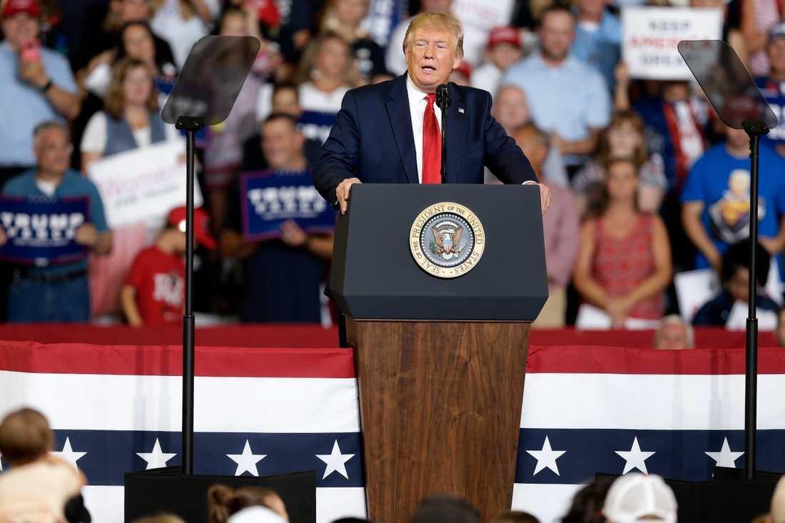 President Donald Trump attackerade demokraten och kongressledamoten Ilhan Omar under sitt kampanjmöte Greenville i North Carolina.
