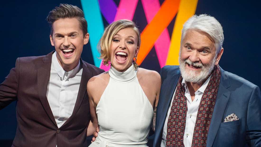 """David Lindgren, Clara Henry och Hasse """"Kvinnaböske"""" Andersson, programledare för Melodifestivalen 2017."""