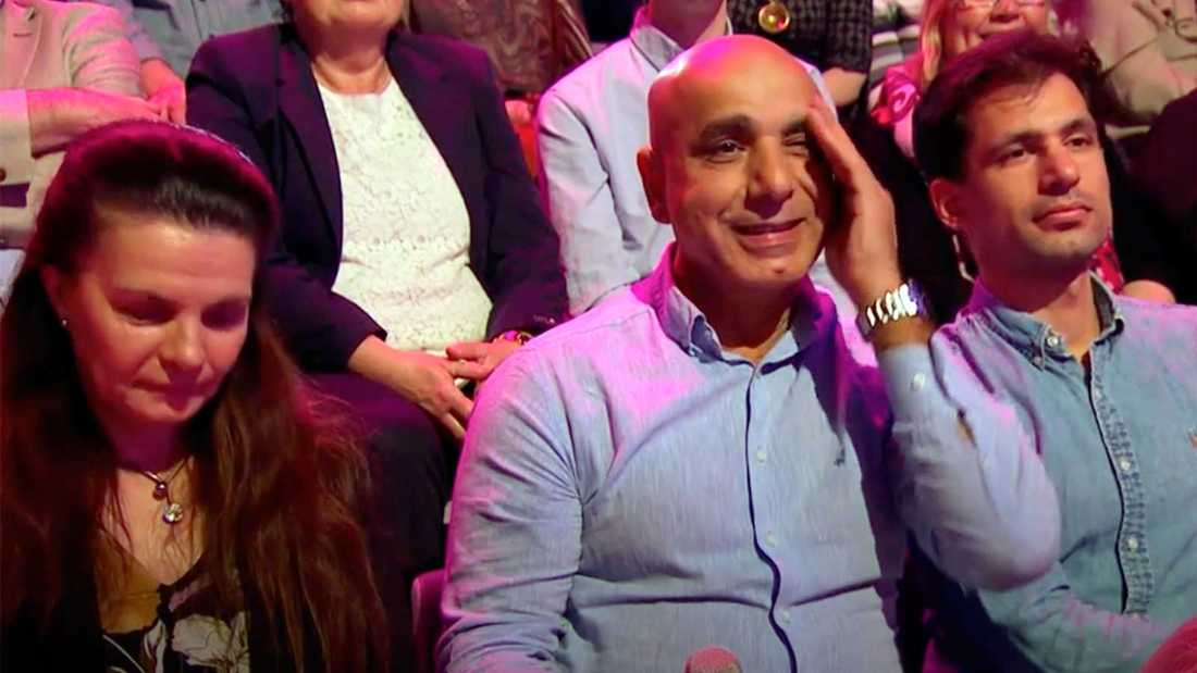 Samir Badrans pappa tar sig för pannan när han hör om händelsen.