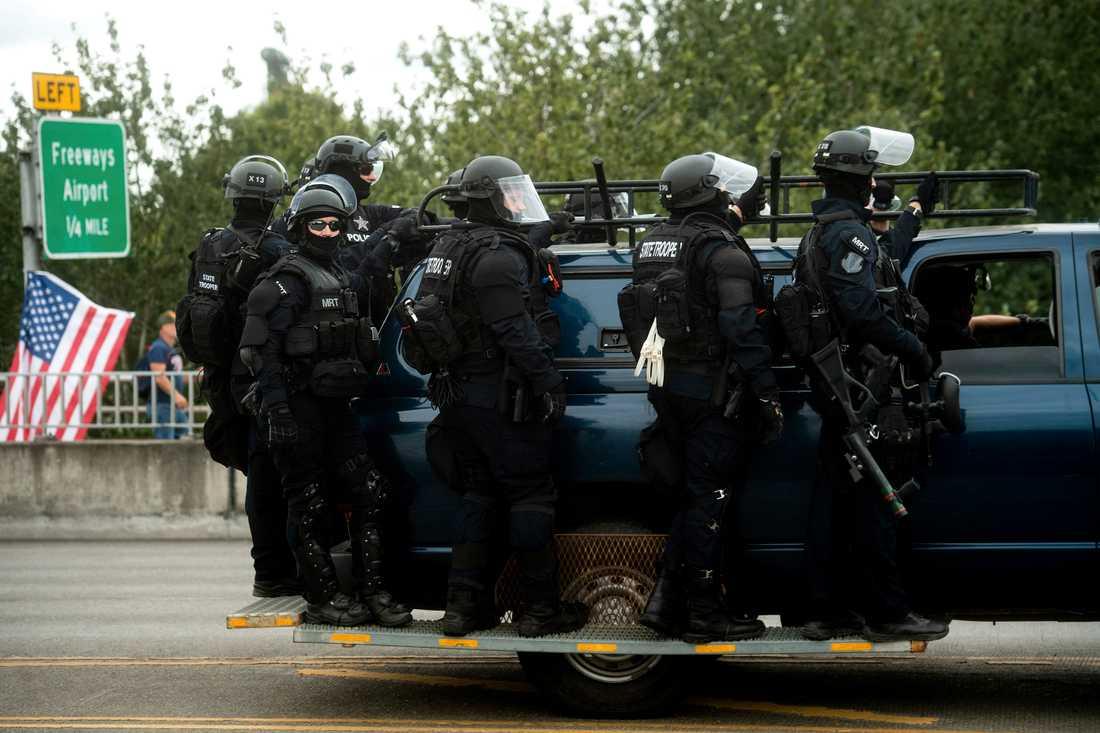 Det var ett stort polispådrag i Portland, Oregon, i samband med att grupper från både högerextremt och antifascistiskt håll demonstrerade.