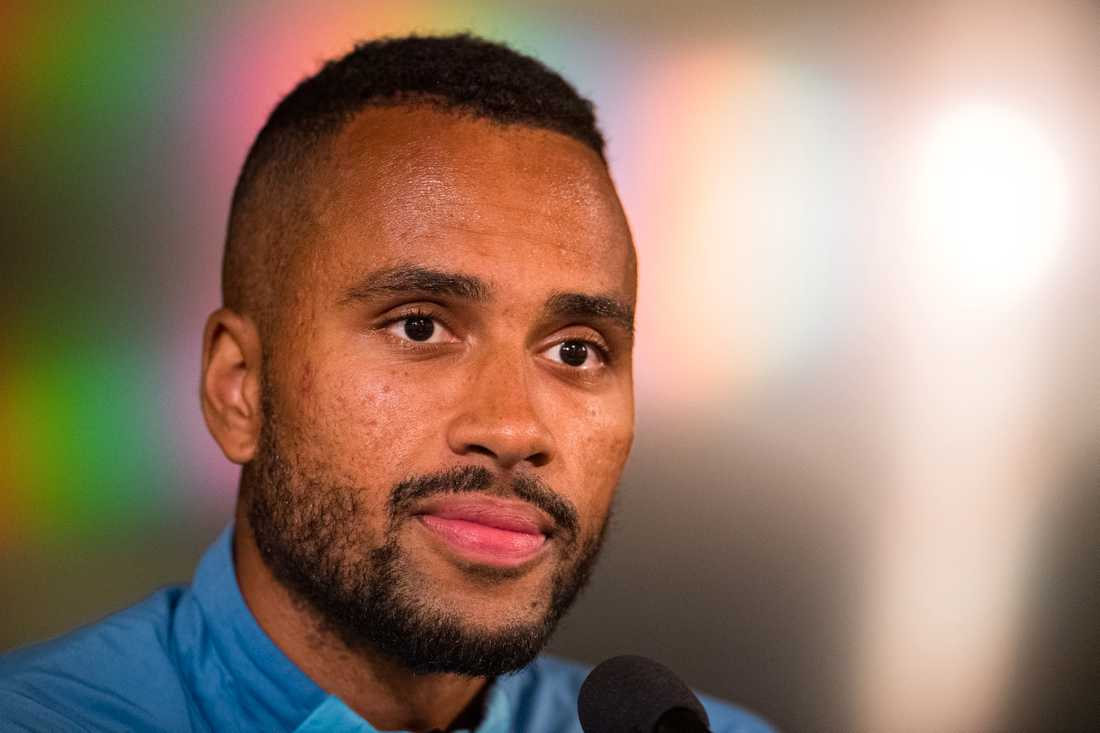 Isaac Kiese Thelin ger sig in i publikdebatten.