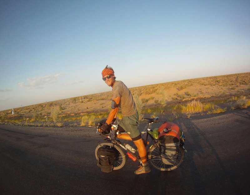 Erik Ohlsson lever för cykling och har fem månader kvar på sin fullpackade hoj – minst.Startade i Bromma i vintras.