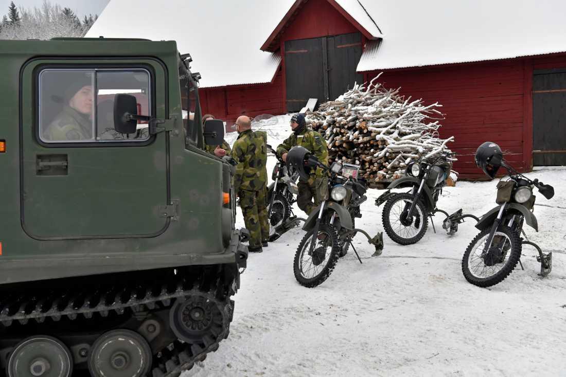 Försvarsmakten har kopplats in i sökandet – efter att man pejlat hennes mobil.