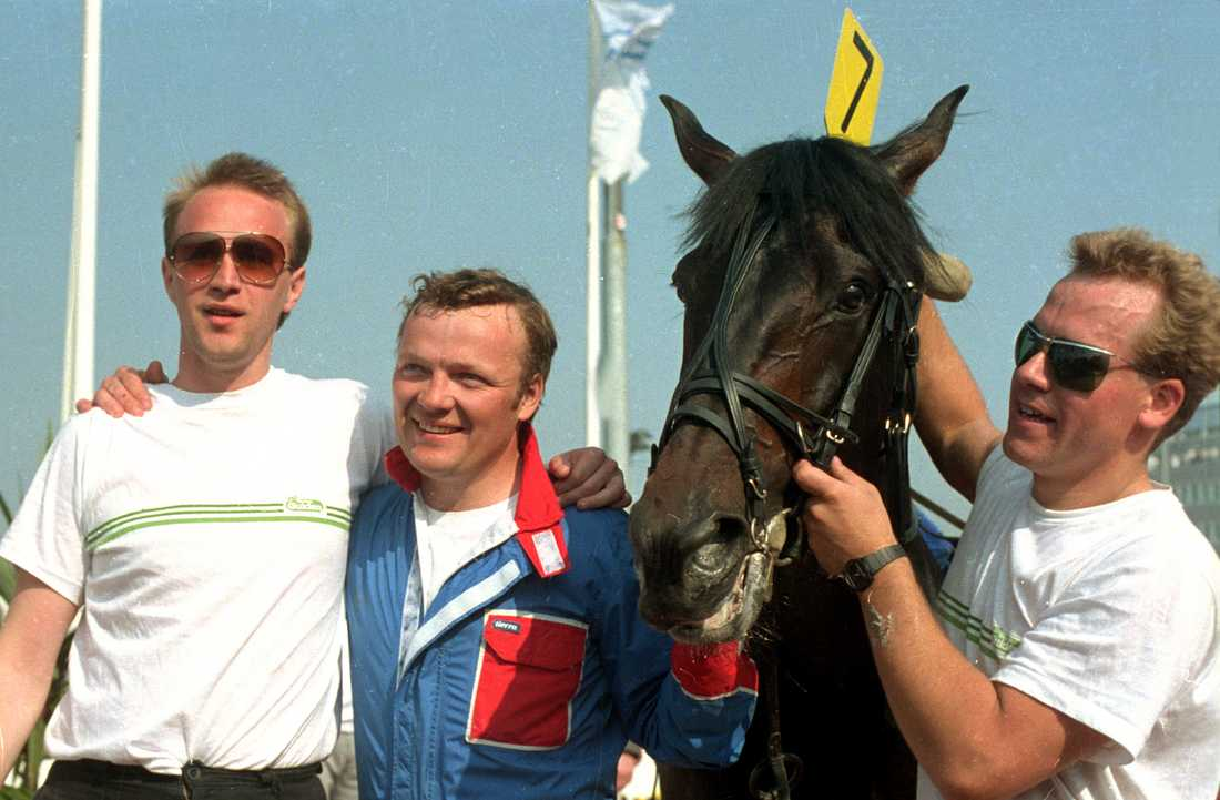 Torbjörn Jansson tillsammans med Meadow Roads efter Elitloppssegern 1985.