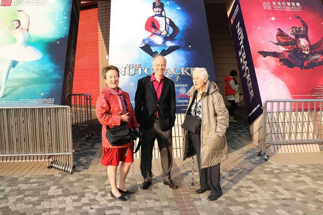 Nils Horner med sin syster Ingrid och mamma Jean.