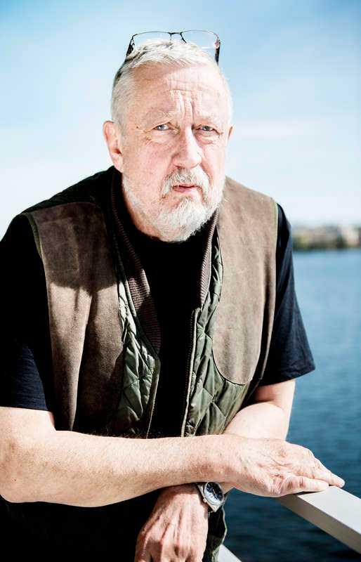 Claes Malmbergs gestaltning av polisen Evert Bäckström i SVT:s versioner av Leif GW Perssons böcker har fått stark kritik – av författaren själv. När nu SVT förbereder en tredje miniserie blir det utan Bäckström eftersom figuren är köpt av ett amerikanskt bolag.