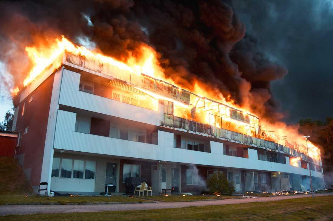 Efter ett tag brann hela övre delen på huset.