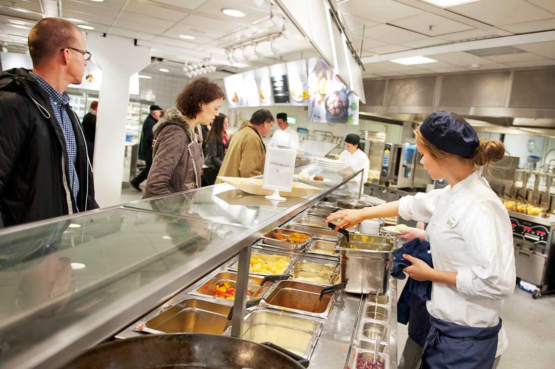Gäster i restaurangen på Ikea i Kungens kurva fick nöja sig med pannbiff när köttbullarna drogs in.