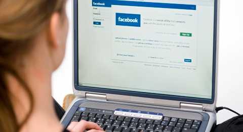 Beroendeframkallande Allt fler unga tjejer fastnar i ett missbruk av sociala sajter.