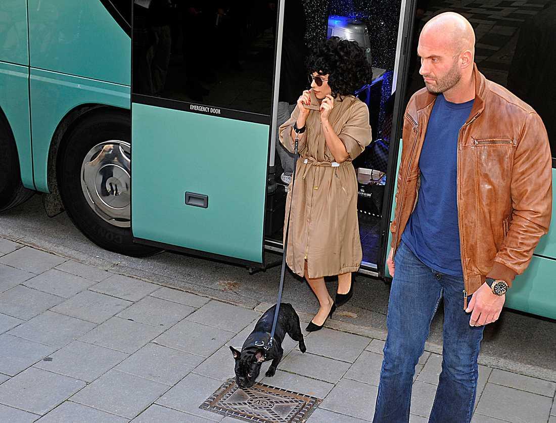 Lady Gaga utanför Grand Hôtel i Stockholm.