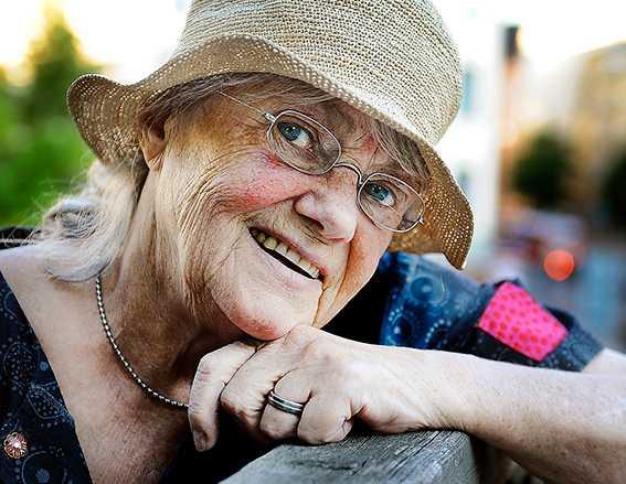 """Grattis Deckarförfattaren Maj Sjöwall, 80 år i dag, växte upp i Stockholms legendariska Klarakvarter. I dag bor hon på Ven: """"Jag trivs som en prinsessa på en tårta."""""""