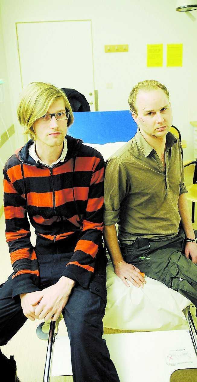 """""""Det var planerat"""" Joel Eriksson och Mattias Bernhardsson på Södersjukhuset i Stockholm i går kväll. De är övertygade att gårdagens attack mot dem var planerad. Foto: HENRIC LINDSTEN"""