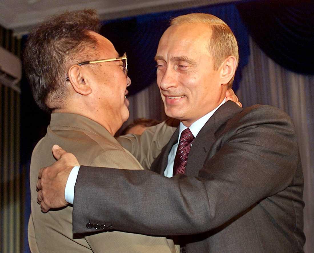 Här ses den nordkoreanske ledaren tillsammans med Rysslands Vladimir Putin.