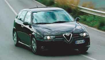 Gasen i botten är ett slitet uttryck, men det är svårt att hålla sig när man tagit plats i de nya sportstolarna bakom GTA-ratten i nya Alfa Romeo 156 GTA.