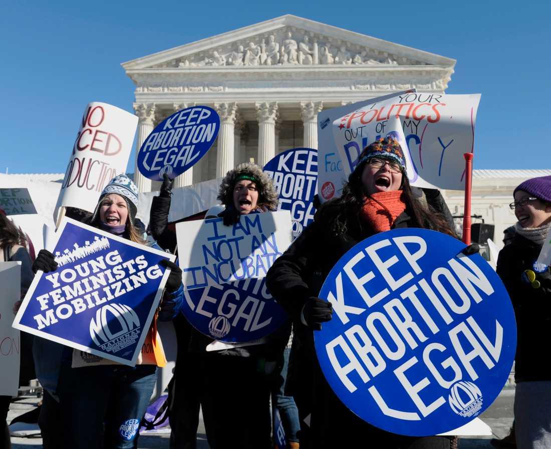 Aborträttsförespråkare demonstrerar utanför USA:s högsta domstol i Washington DC 2014. Arkivbild.