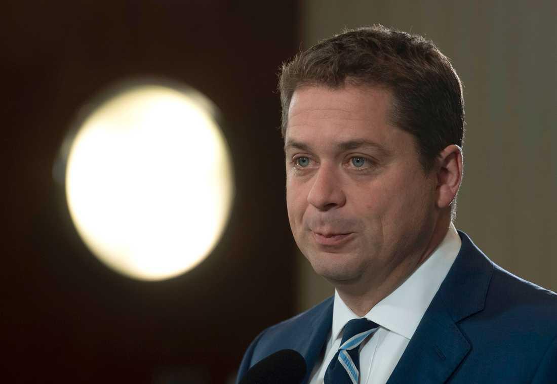 Konservativa oppositionsledaren Andrew Scheer, 40, utmanar Justin Trudeau.