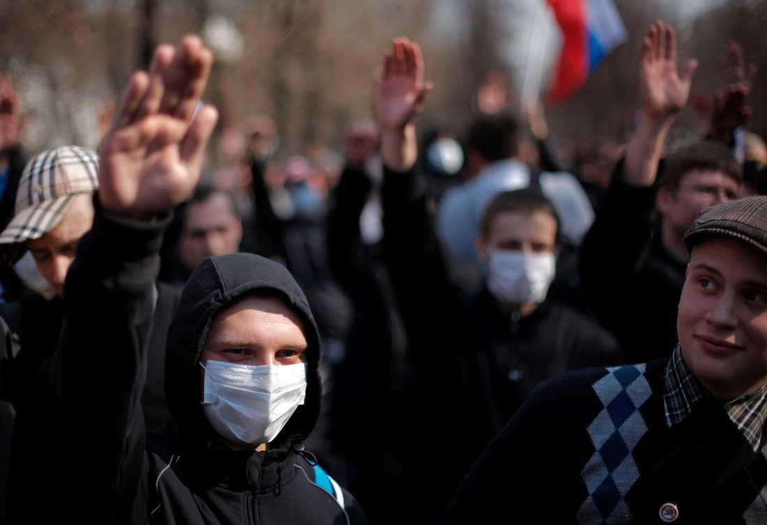 Ryska nynazister demonstrerar i Moskva mot Kremls aktiviteter i Kaukasus.
