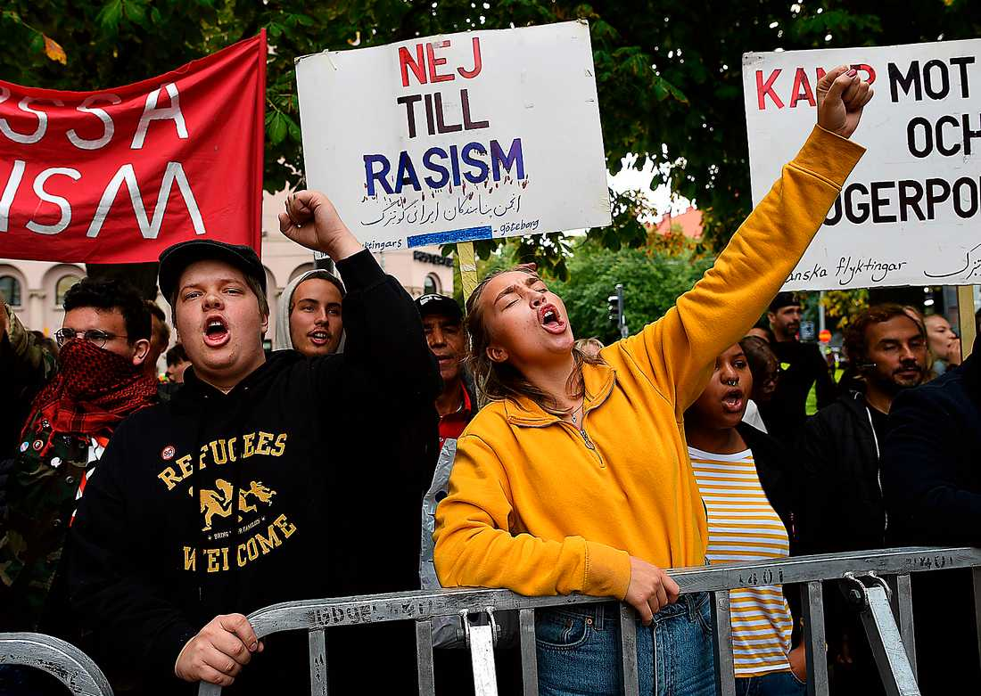 En antirasismdemonstration mötte Jimmie Åkesson när SD:s valturné stannade till i Göteborg. Fint så. Men vänstern måste bli mer än bara en negation av rasismen, skriver Göran Greider och Åsa Linderborg.