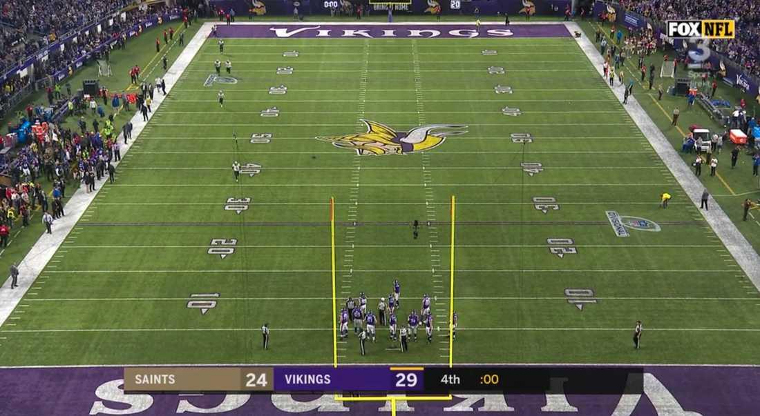 New Orleans Saints spelare kommer in från omklädningsrummet – matchklockan på noll sekunder.