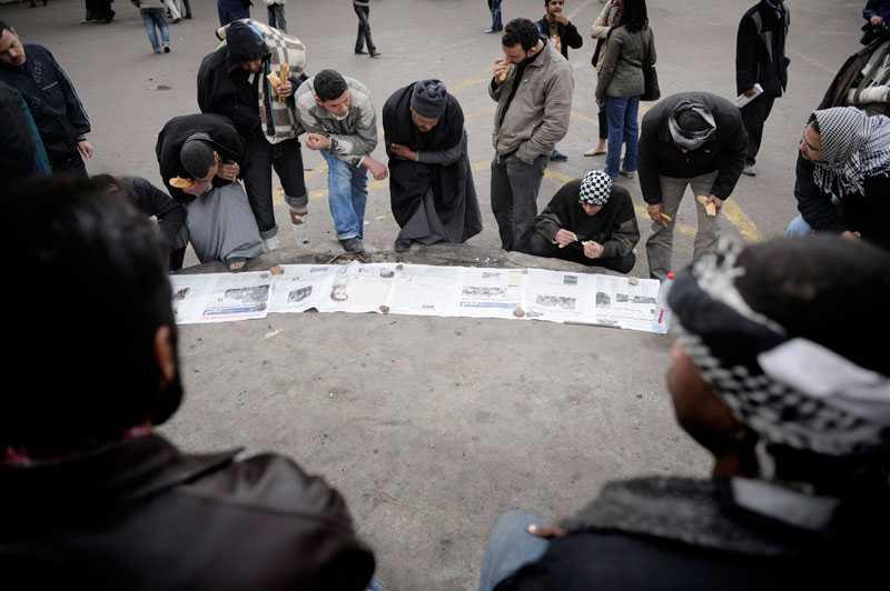 hoppas på besked Den egyptiska regeringen har försökt isolera demonstranterna på Tahrirtorget där protesterna fortsätter att eka mellan husen. Foto: HARALD HENDEN