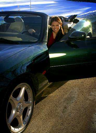Annika Jankell drömmer om en Jaguar cabriolet. Aftonbladet Bil lånade en XKR och lät henne känna på den.