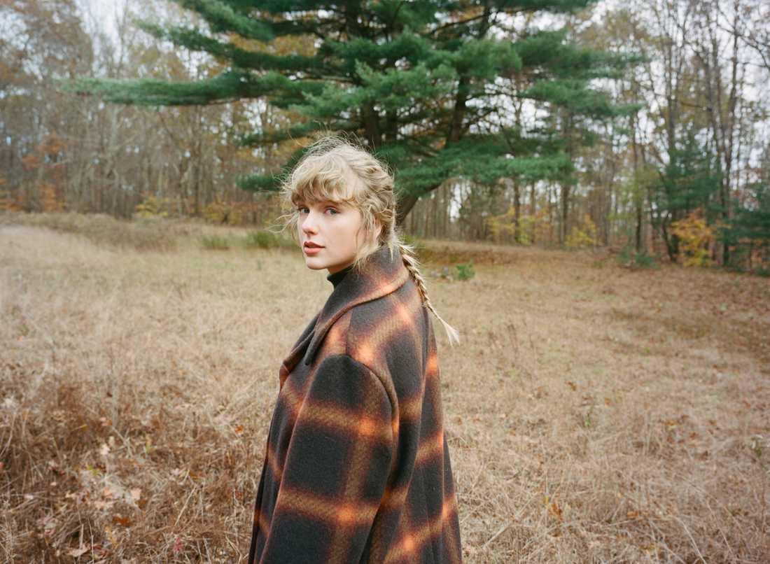 """Med """"Folklore"""" inledde Taylor Swift det nya årtiondet med ett album som nästan suddade bort allt hon har gjort innan."""
