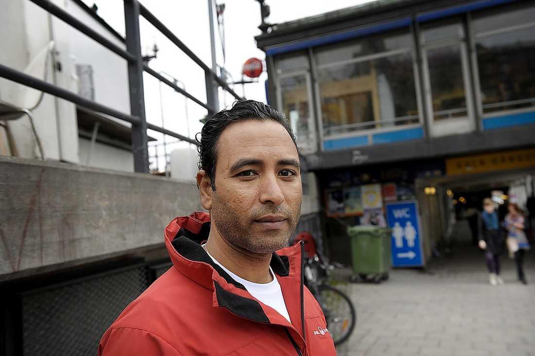 """ÖGONVITTNE """"Bussföraren bara satt och stirrade rakt fram, chockad"""", säger vittnet Ahmed Kaabish."""