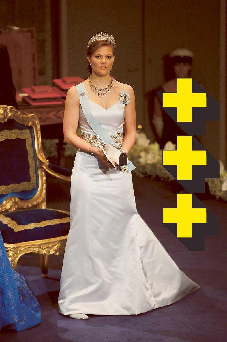 2005: En riktigt snygg tidlös klänning, enkelt snitt och stilrent. Det stenprydda bältet ger ett lyft och edge. Tyvärr är den vit, vilket ger väl mycket bröllopskänsla. Prinsessan klär mycket bättre i färg.