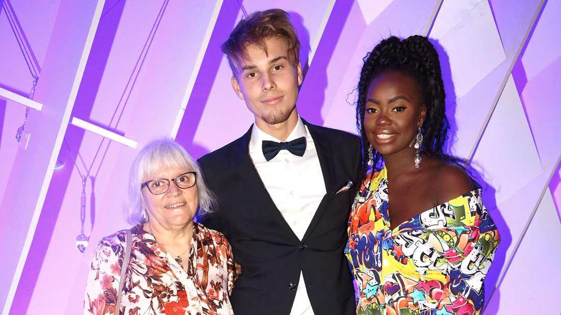 Renaida med mamma Helen och pojkvännen Tim Lindholm.