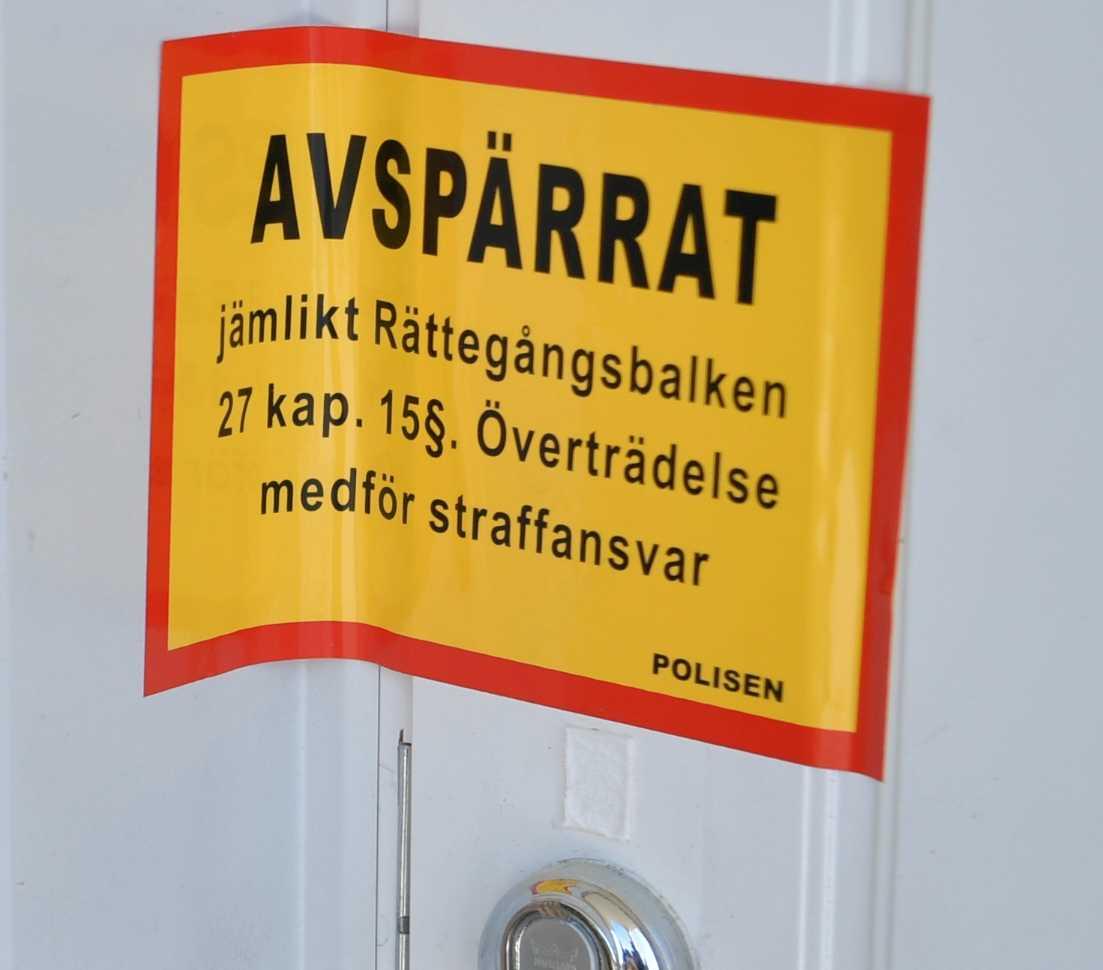 Ett hus i kvarteret  där Lena Wesström bor har spärrats av.