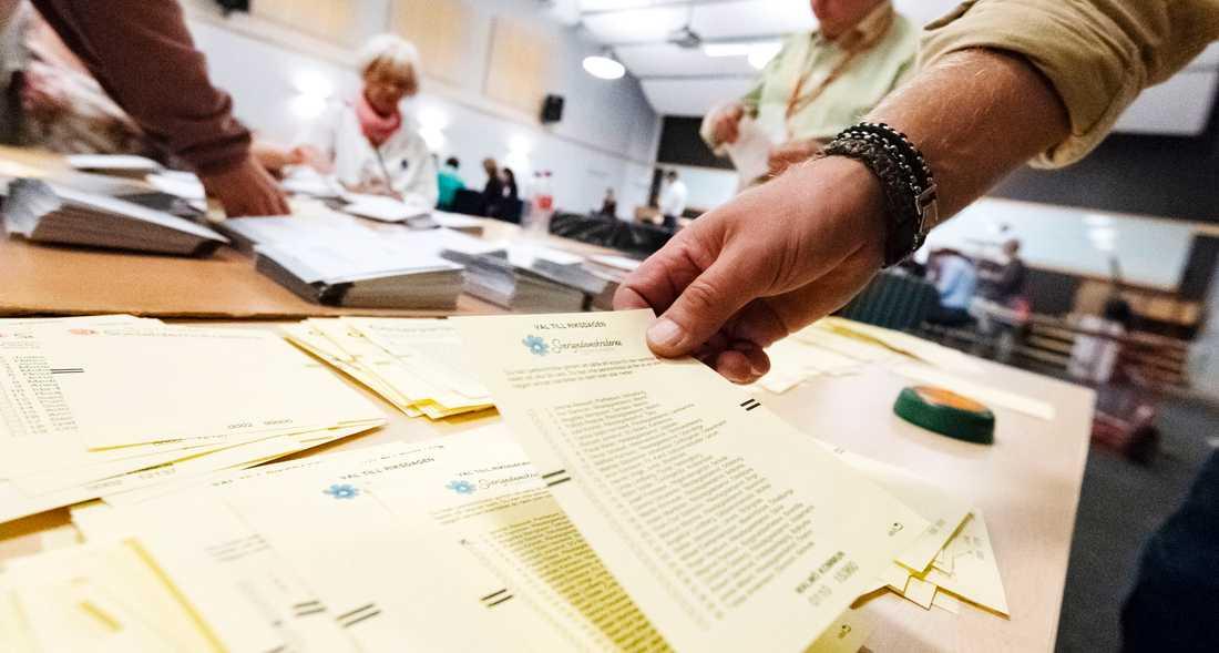 Högerpopulister sprider rykten om valfusk efter valet.