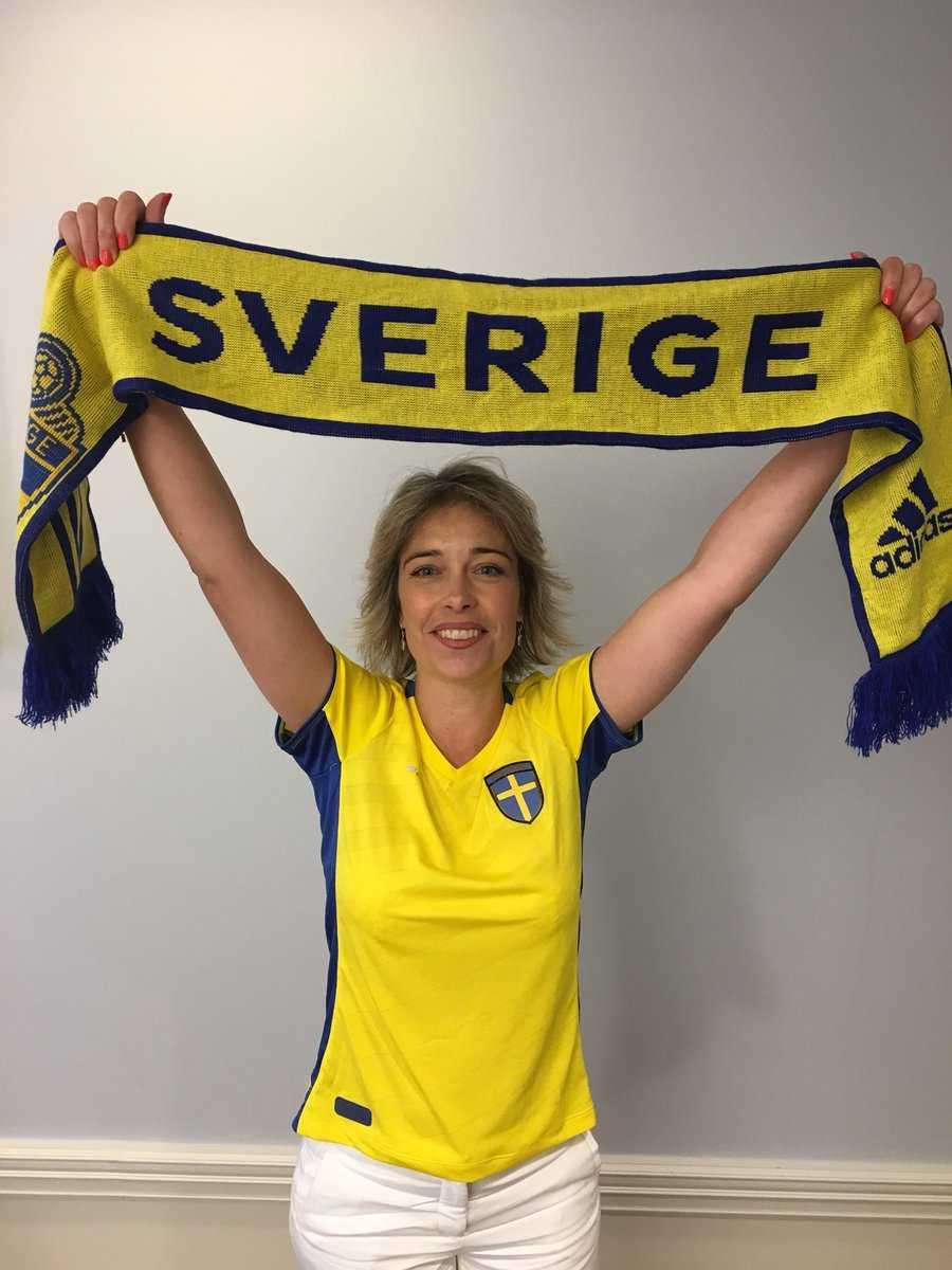 Idrottsminister Annika Strandhäll la upp en bild på sig själv i Sverigetröja – fick motta sexistisk hatstorm
