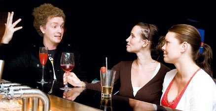 kontakt Att konversera genom att ställa frågor och ta ögonkontakt var bra, tycker Gustav.