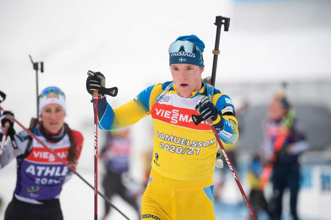 Sveriges Sebastian Samuelsson tränar inför den mixade stafetten i VM-starten i Pokljuka.