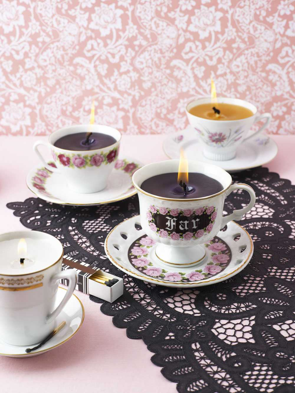 """En doft av kaffe Josefin Ekman tipsar i boken """"Pyssel de luxe"""" om hur man kan transformera gamla kaffekoppar till doftljus."""