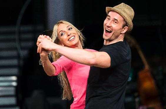 """BONDEKLACK Under kvartsfinalen i """"Let's dance"""" på fredag kommer Linda Lindorff att stöttas av en """"Bonde söker fru""""-hejaklack."""